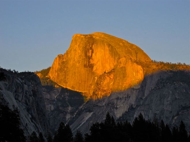 800px-Sunset_Half_Dome_Lodge